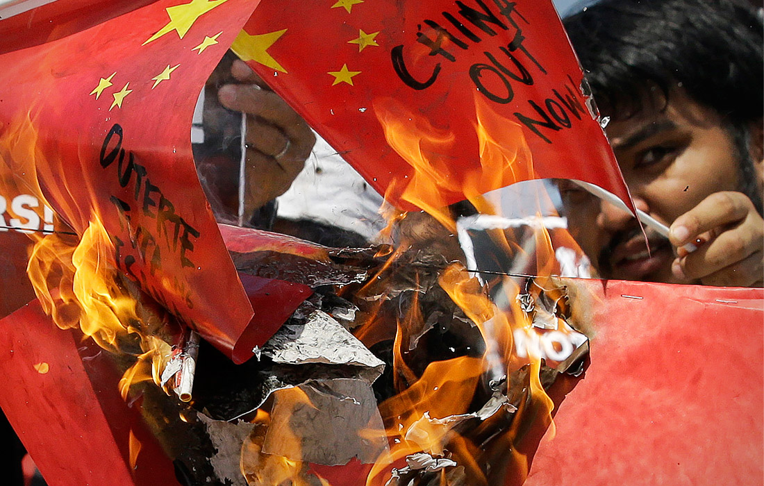 В Маниле прошли акция протеста, посвященные предполагаемому потоплению военным кораблем Китая филиппинского рыболовецкого судна