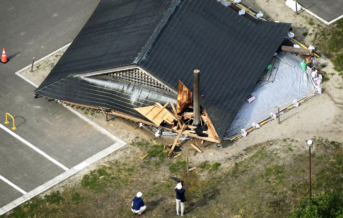 Вечером во вторник на территории префектур Ниигата, Ямагата, Тояма и Исикава на побережье Японского моря произошло землетрясение магнитудой 6,8. Очаг сейсмической активности залегал на глубине 14 км. Местная метеорологическая служба предупредила о возможности цунами.