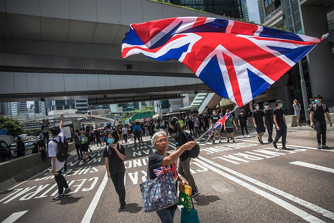 Жители Гонконга готовятся к очередной волне протестов. Акции начались накануне намечавшегося на 12 июня рассмотрения поправок к закону об экстрадиции. Эти поправки предусматривают право властей Гонконга выдавать материковому Китаю и другим странам, с которыми у них нет соглашения об экстрадиции, подозреваемых в совершении преступлений.