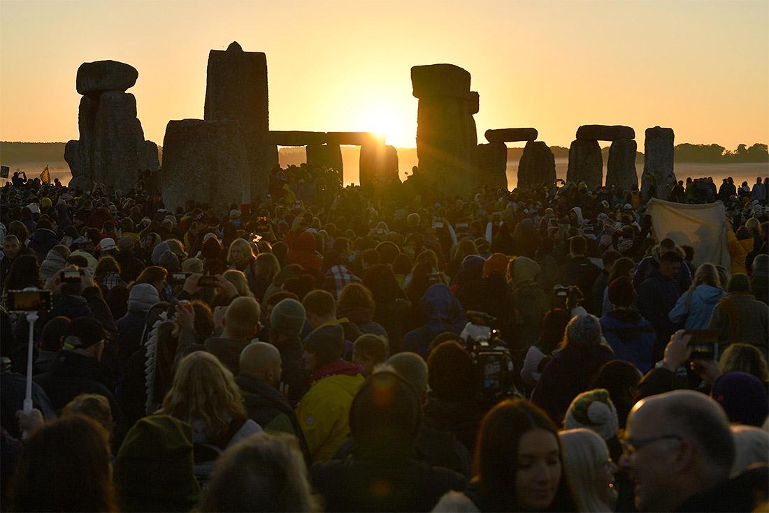 День летнего солнцестояния традиционно отметили у Стоунхэнджа в Англии