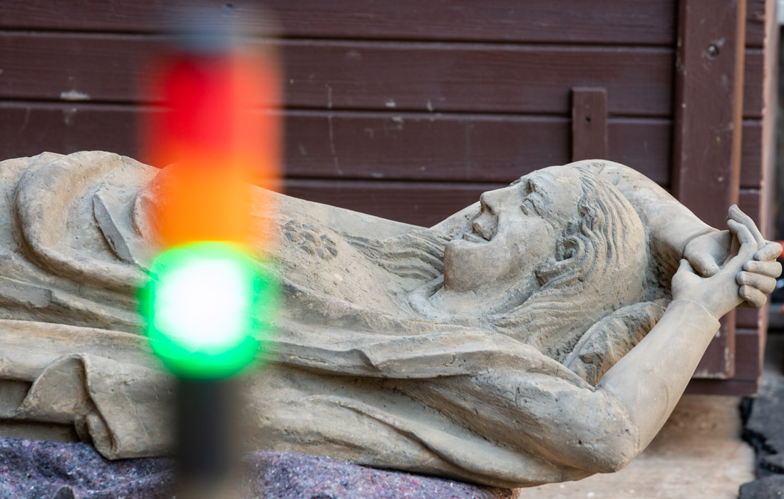 Три статуи на фасаде Эрфуртского собора сняты для проведения реставрационных работ