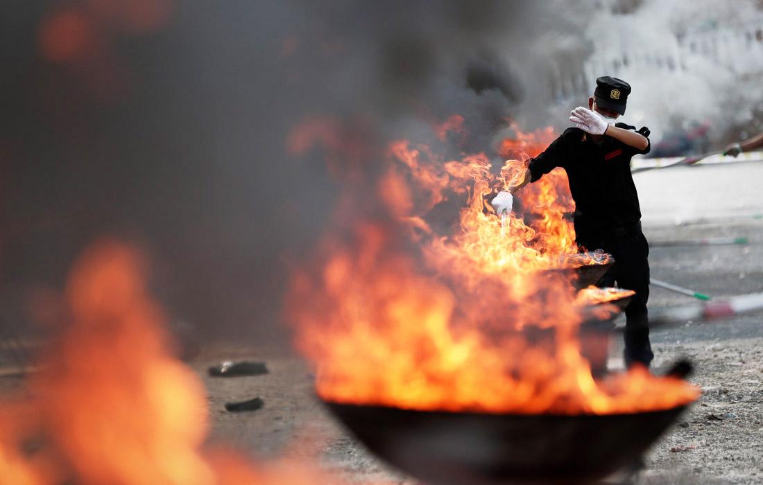 Сотрудники полиции Мьянмы сожгли тонны конфискованных наркотиков в рамках Международного дня борьбы со злоупотреблением наркотическими средствами
