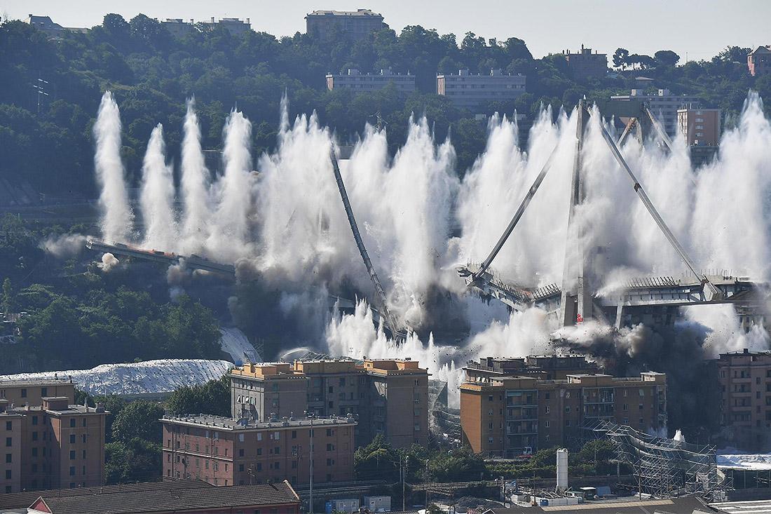 Мост Моранди в итальянской Генуе, обвалившийся в прошлом году, был взорван сегодня