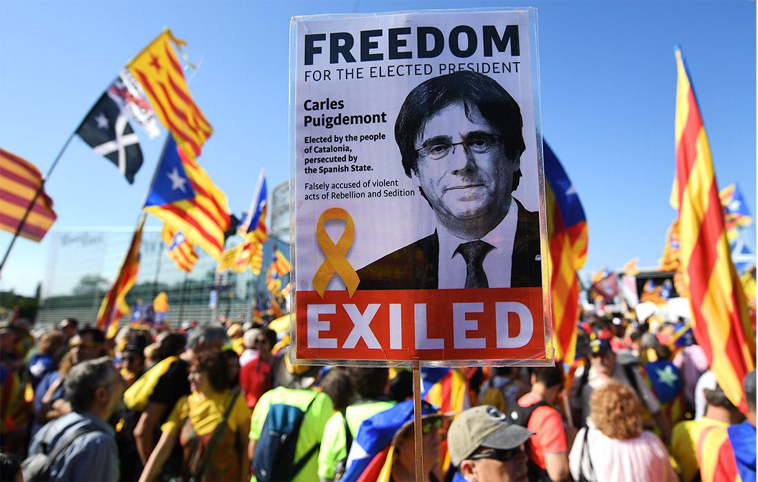 В Страсбурге сторонники Карлеса Пучдемона вышли с протестами против отстранения его от заседаний в Европарламенте