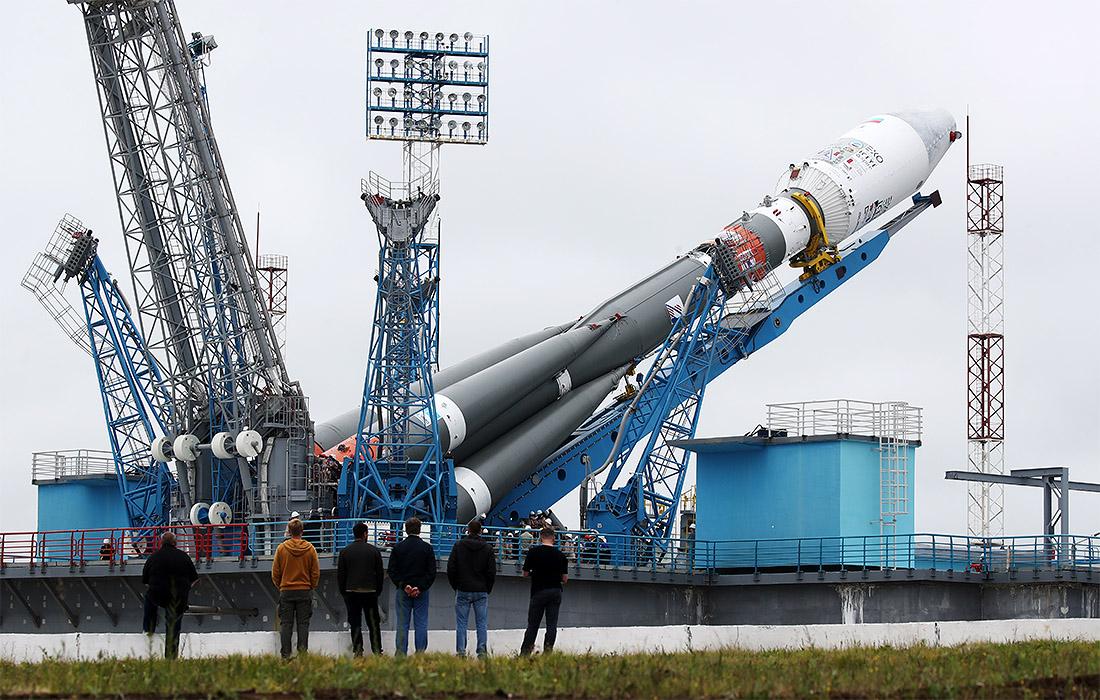 """Ракету-носитель """"Союз-2.1б"""" вертикализировали сегодня на стартовом комплексе космодрома Восточный. Пуск запланирован на 5 июля. Ракета выведет на орбиту космический аппарат """"Метеор-М"""" №2-2, разработанный корпорацией """"ВНИИЭМ""""."""