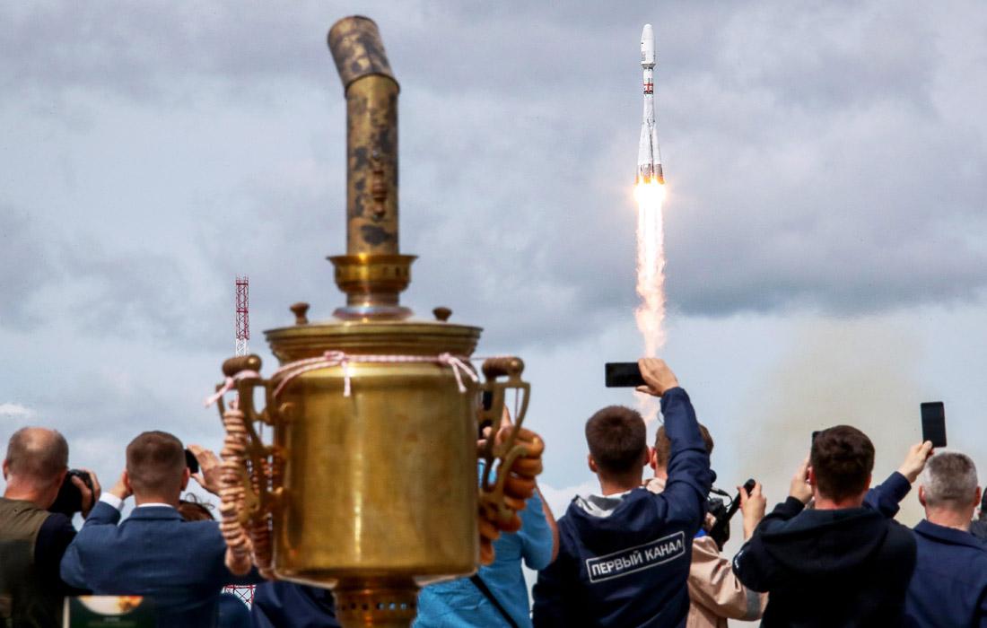 """Ракета-носитель """"Союз-2.1б"""" стартовала с космодрома """"Восточный"""" с космическим аппаратом """"Метеор-М"""" №2-2 и 32 малыми спутниками США, Финляндии, Великобритании, Израиля, Швеции и еще ряда государств"""