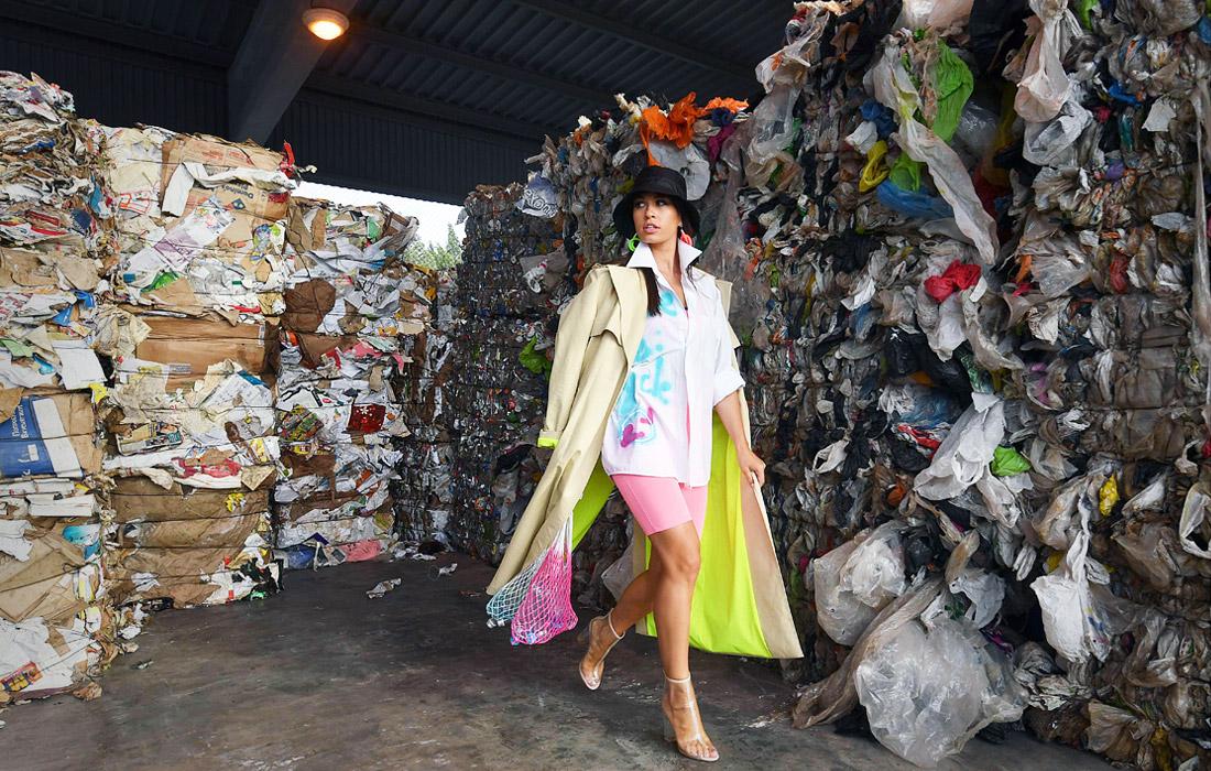 На мусорном полигоне под Минском прошел модный показ в поддержку переработки отходов