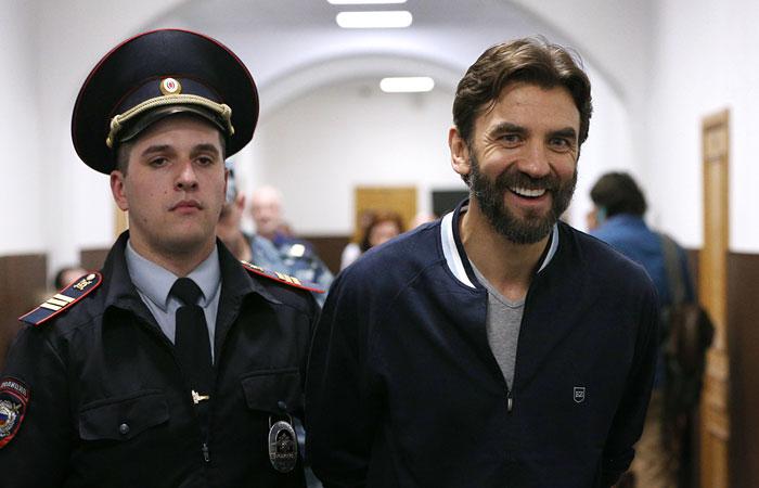 Суд продлил арест Абызову до 25 октября