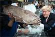 Британский политик во время прогулки по рынку в Иерусалиме. Ноябрь 2015 года.