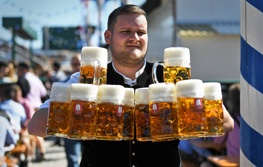 """На фестивале разрешается разливать только """"октоберфестовское пиво"""" - специально сваренное мюнхенское пиво, приготовленное в соответствии с местными стандартами. Это пиво можно найти только в сезон фестиваля."""