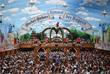 Праздник проходит на большом открытом поле под названием Терезин луг неподалеку от центра города. К началу фестиваля луг застраивают шатрами и палатками, в которые помещается до 10 000 человек.