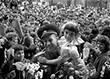 Алексей Леонов во время встречи с жителями города Кошице, Чехословакия. Точная дата съемки не установлена.