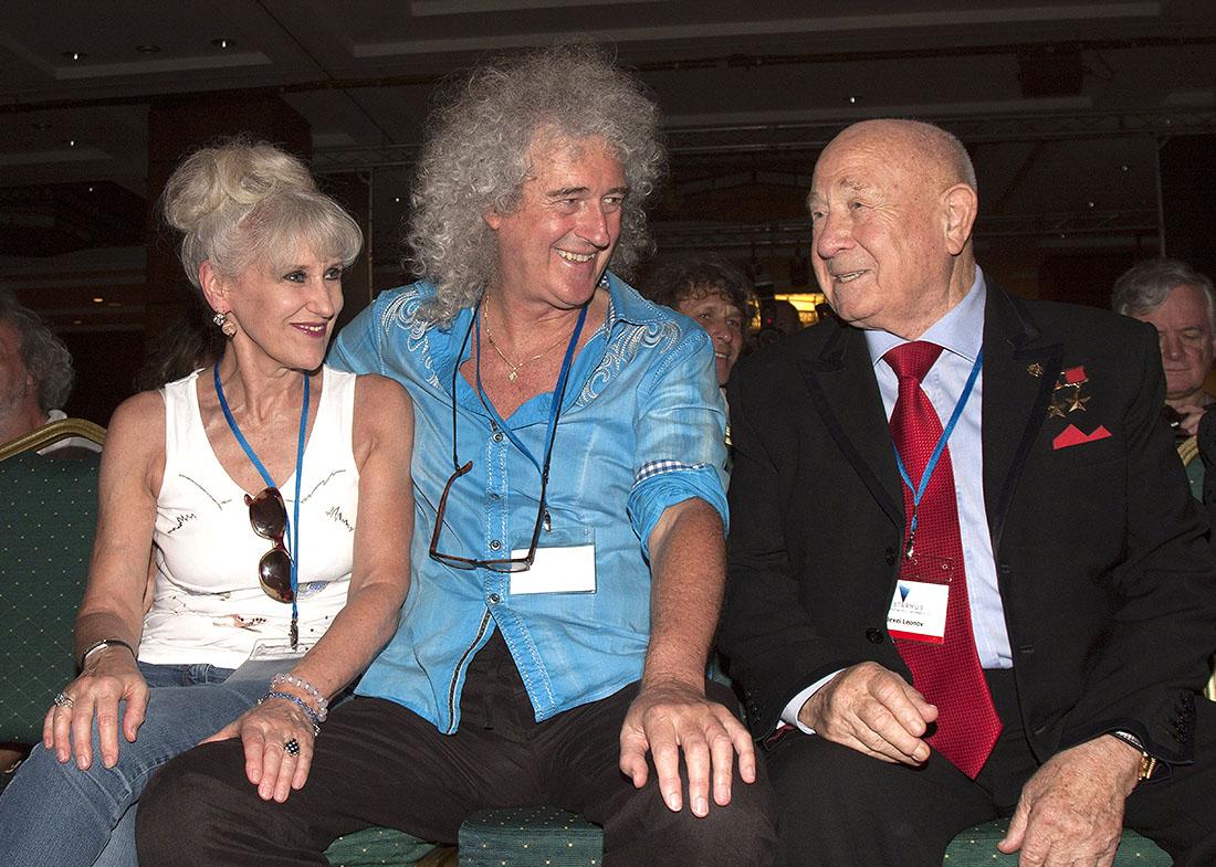 2014 год. Космонавт Алексей Леонов и доктор наук, астрофизик и музыкант Брайан Мэй с женой Анитой Добсон на астрономическом фестивале Starmus на Тенерифе.