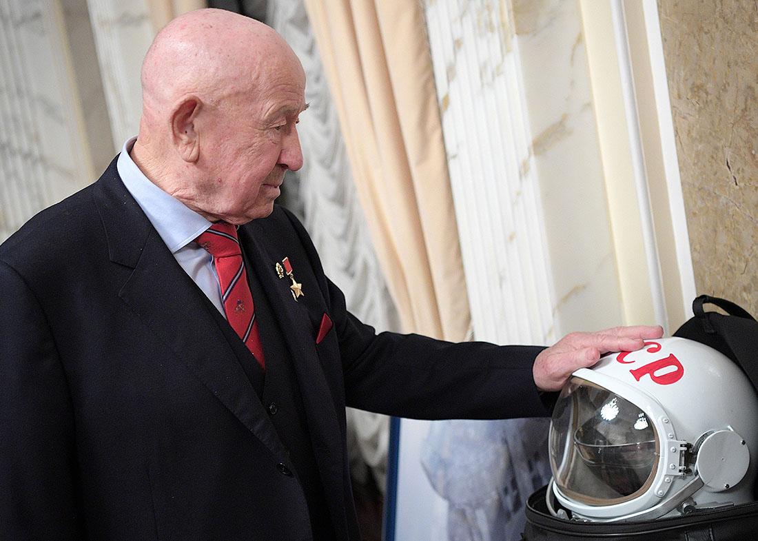 2017 год. Космонавт Алексей Леонов в Кремле перед просмотром фильма