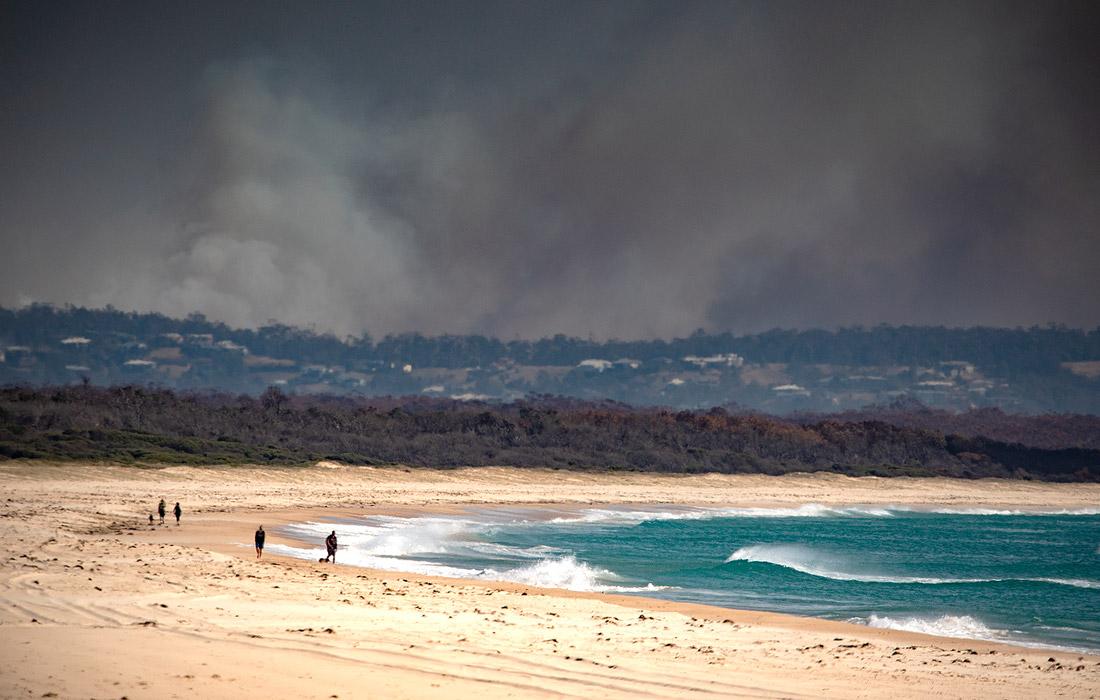Дым от лесных пожаров над Тункурри