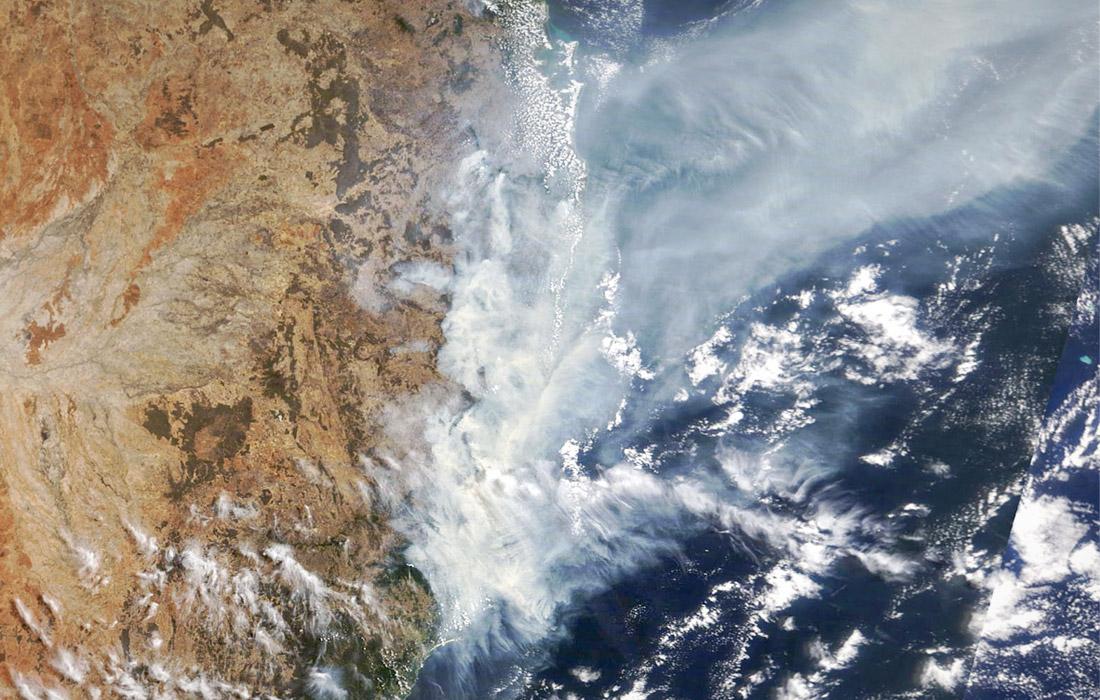 Вид на пожары в штатах Новый Южный Уэльс и Квинсленд из космоса