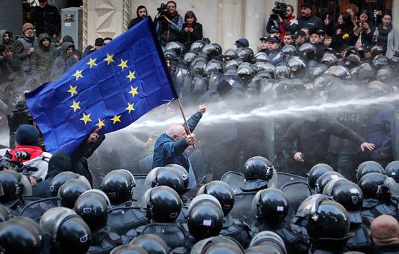 Протесты у парламента Грузии