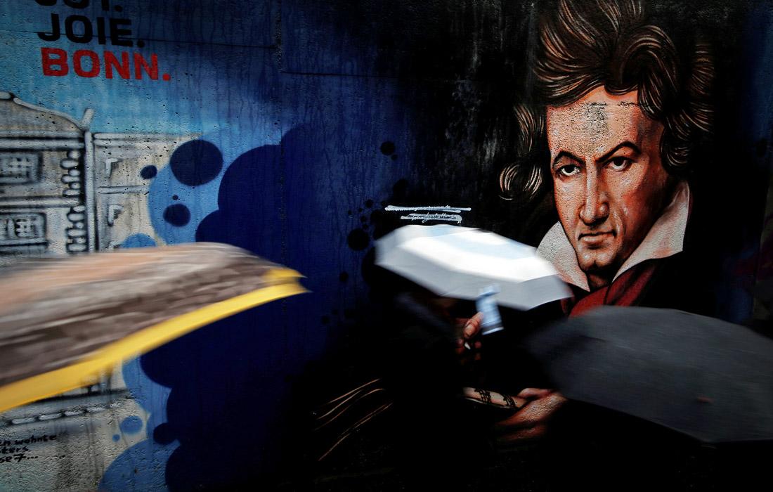 В пешеходном туннеле в Бонне появилось граффити с изображением немецкого композитора и пианиста Людвига ван Бетховена в преддверии 250-летия со дня его рождения