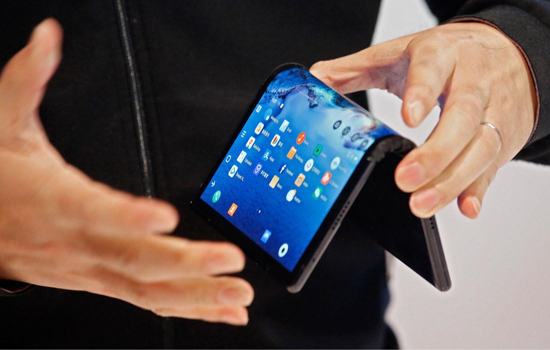 Гибкий смартфон FlexPa китайской компании Royole представили на открытии Международной выставки потребительской электроники CES 2019 в Лас-Вегасе