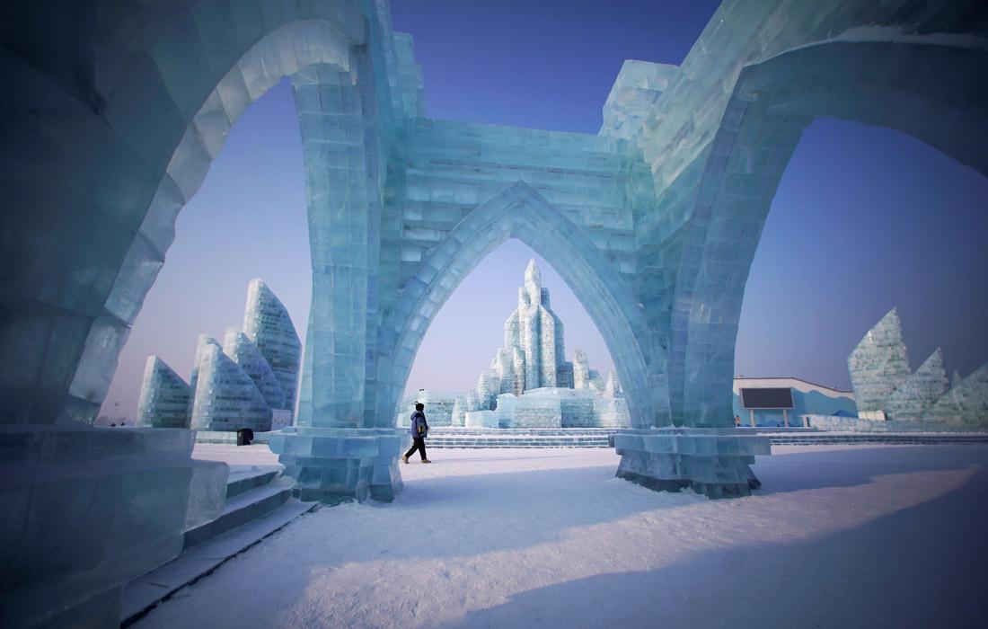 Первый в истории фестиваль льда и снега прошел в Харбине в 1963 году, но только с 1985 года его проводят регулярно.