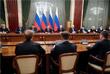 Премьер-министр РФ Дмитрий Медведев и президент России Владимир Путин во время встречи с членами правительства РФ