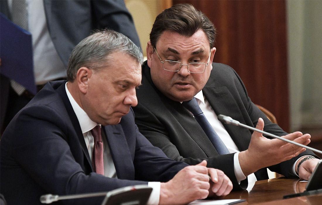 Вице-премьер РФ Юрий Борисов и вице-премьер РФ - руководитель аппарата правительства Константин Чуйченко (слева направо)