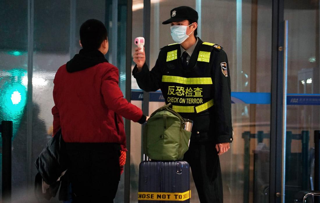 Ряд стран уже приняли меры в связи с распространением нового вируса. Международные аэропорты ввели усиленные меры досмотра прибывших из Китая.