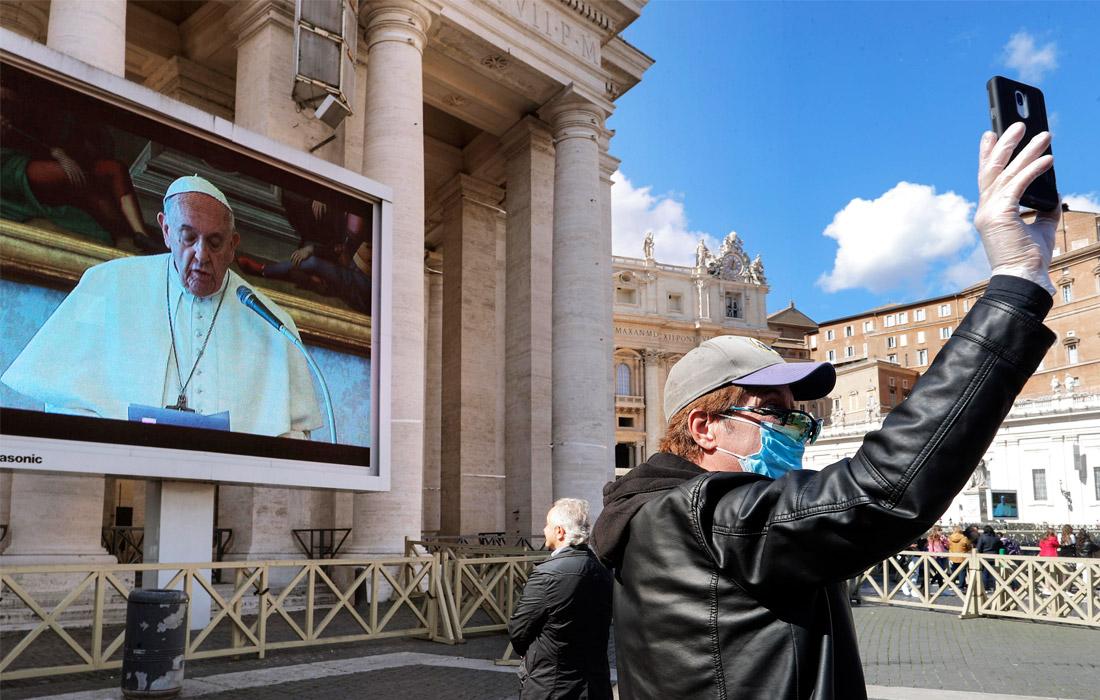 8 марта. Папа Римский Франциск впервые прочитал воскресную проповедь при помощи онлайн-трансляции. Проповедь понтифика была записана в библиотеке Ватикана и транслировалась на экран, установленный на площади перед небольшим числом собравшихся.