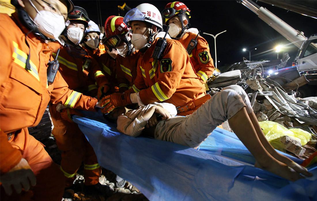 10 марта. Китайские службы продолжают поисково-спасательную операцию на месте обрушения отеля в провинции Фуцзянь, куда на карантин были отправлены люди с подозрением на коронавирус. Жертвами обрушения стали 20 человек, пострадали более 40 человек.