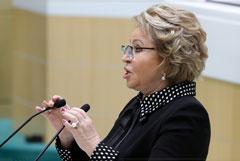 Матвиенко заявила, что Путин поднял Россию с колен и должен иметь право снова стать президентом