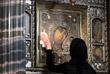 15 марта. Священный Синод РПЦ призвал соблюдать меры профилактики коронавируса: чаще дезинфицировать кивоты икон, которые целуют верующие, и применять при причастии одноразовые стаканчики.