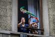 15 марта. Жители Италии, вынужденные сидеть дома из-за эпидемии коронавирусной инфекции, принимают участие в музыкальном флешмобе. Люди выходят на балконы и начинают петь, танцевать и играть на музыкальных инструментах.