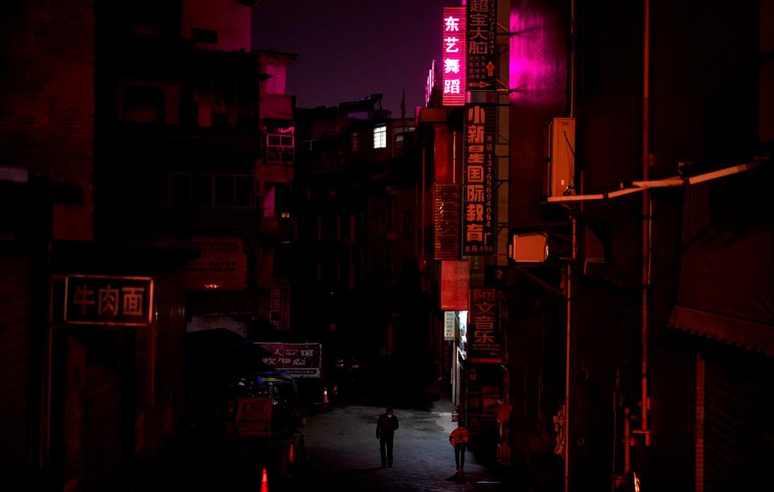 25 марта. Более 41 млн жителей китайской провинции Хубэй оказались под жестким карантином с 24 января. На фото: жилой район городского округа Сяньнин.