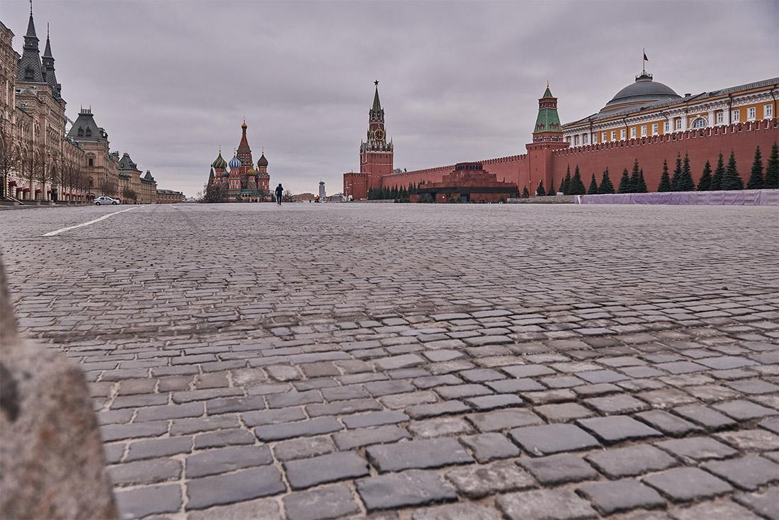 """Мэр Москвы заявил, что в течение недели в столице заработает умная система контроля за соблюдением самоизоляции и установленных правил перемещения граждан. """"Постепенно, но неуклонно мы будем ужесточать необходимый в этой ситуации контроль"""", - пообещал мэр."""