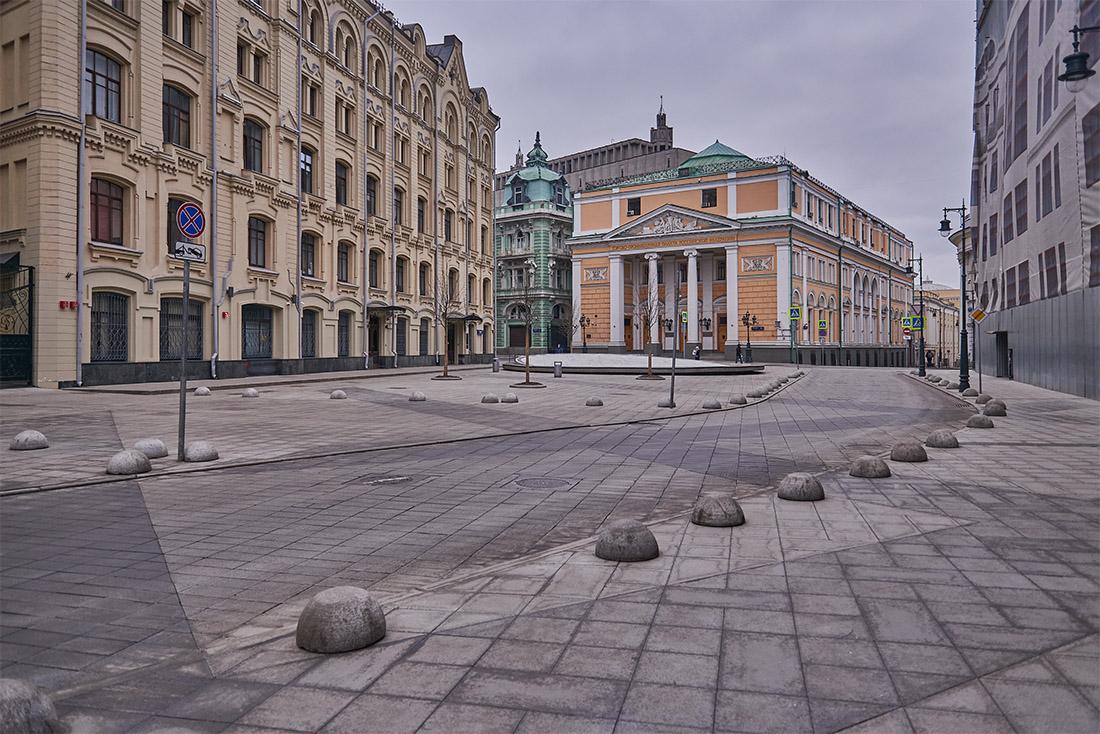 Тем временем в России зарегистрировано свыше 300 новых случаев коронавирусной инфекции за сутки, общее число диагнозов в стране достигло 1836, сообщает оперативный штаб.