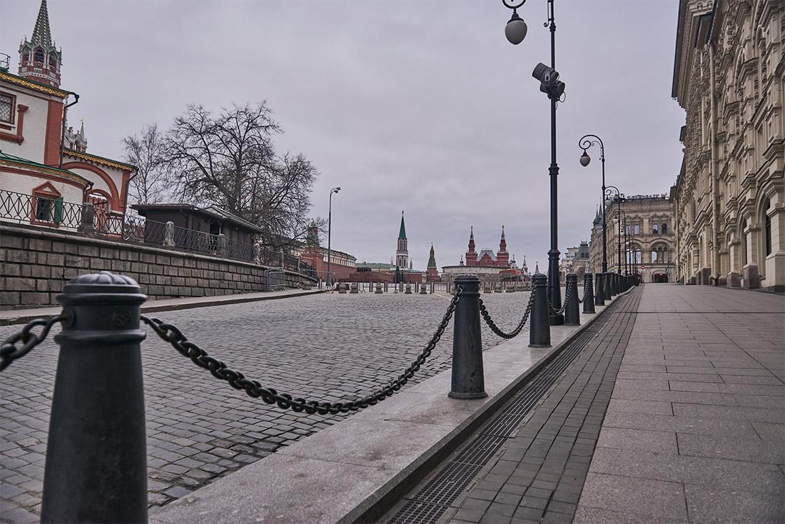 В столице и Московской области с 28 марта закрыты не только рестораны и кафе, но и магазины (за исключением тех, что торгуют продовольственными товарами и товарами первой необходимости), а также парикмахерские, салоны красоты, бани и солярии