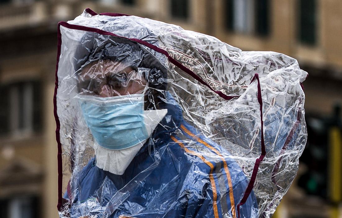 2 апреля. Италия сообщила о новых 760 случаях смерти от коронавируса, в результате чего общее число погибших достигло 13 915, что является самым высоким показателем в мире.