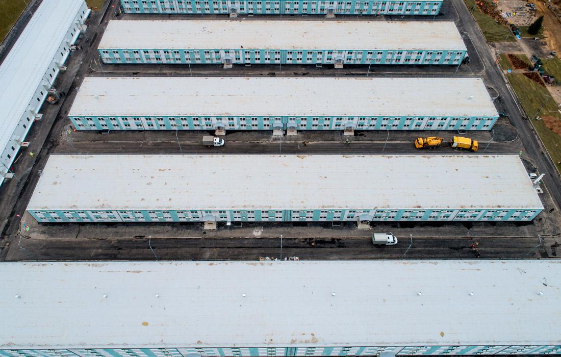В рамках проекта возведено порядка 50 одноэтажных строений и 14 секций общежитий в 2-3 этажа. Единовременно на стройплощадке находились порядка 11 тыс. строителей и более 1,5 тыс. единиц строительной техники.