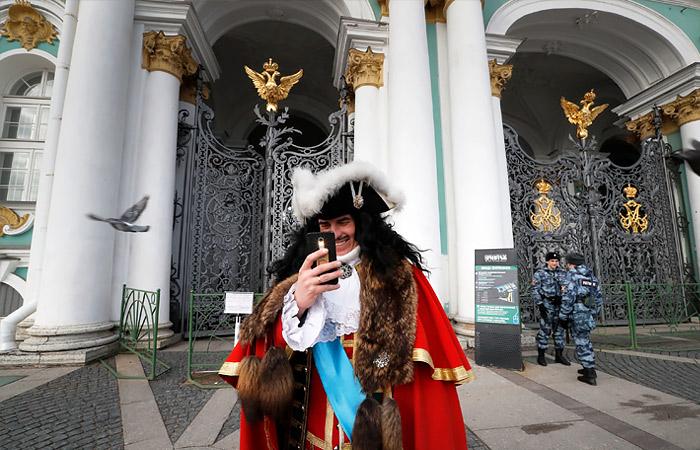 """Гендиректор Эрмитажа выступил против """"полицейских мер"""" в музеях после карантина"""
