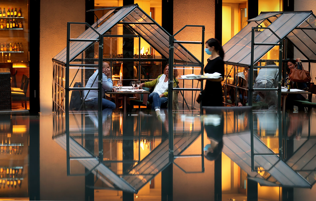 Ресторан Novy's Brasserie в немецком Хагене принимает своих гостей в небольших стеклянных кабинах