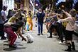 10 июня. В Тель-Авиве после ослабления карантинных ограничений открылись клубы на открытом воздухе в формате тихих вечеринок.