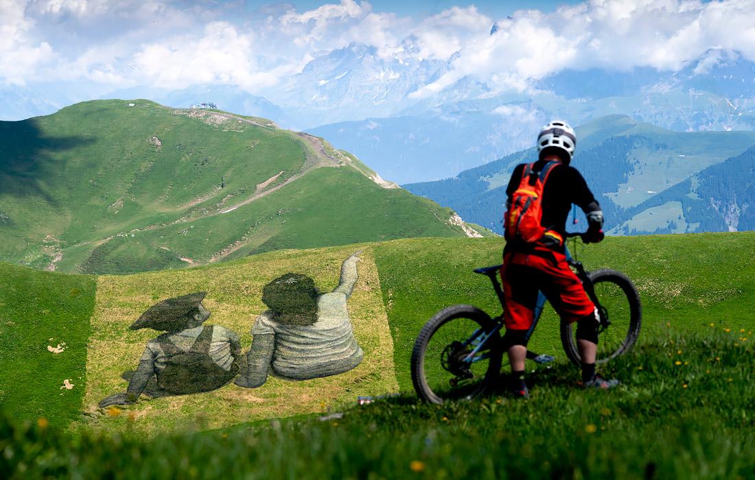 В июле 2019 года на одном из холмов Швейцарии появилась картина, символизирующая дружбу Франции и Швейцарии