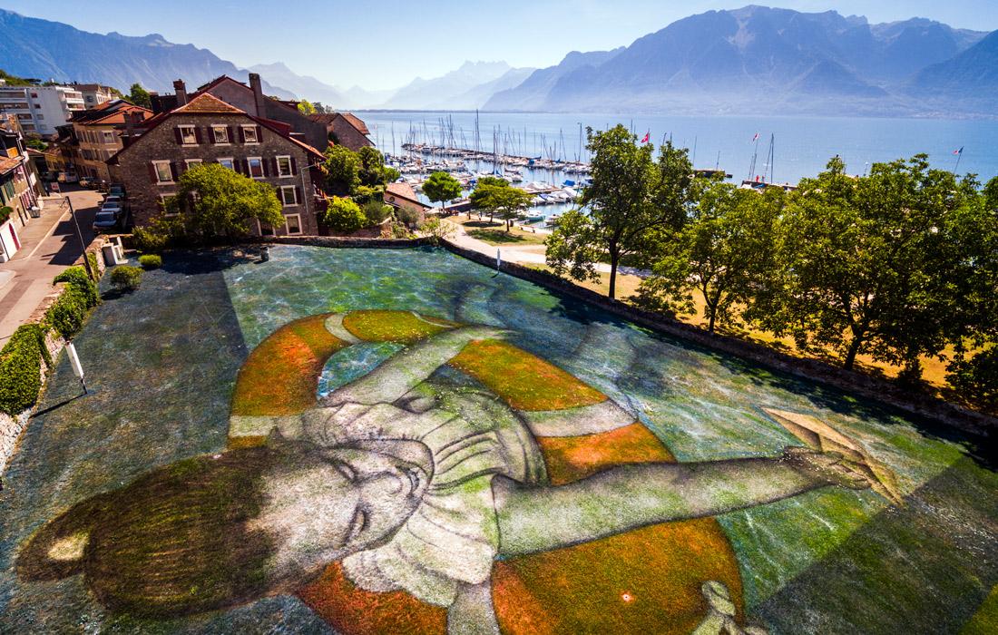 В том же году Saype покрыл участок травы в швейцарском городе Веве картиной, на которой изобразил девочку в спасательном круге. Картина стала частью биеннале визуальных искусств.