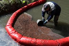 Пятно нефтепродуктов на Химкинском водохранилище выросло до 30 тысяч кв. м.