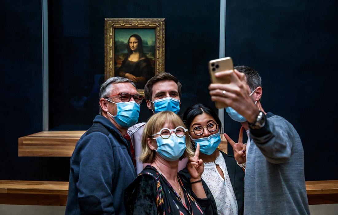 6 июля. Парижский Лувр открылся для посетителей после ослабления ограничений.