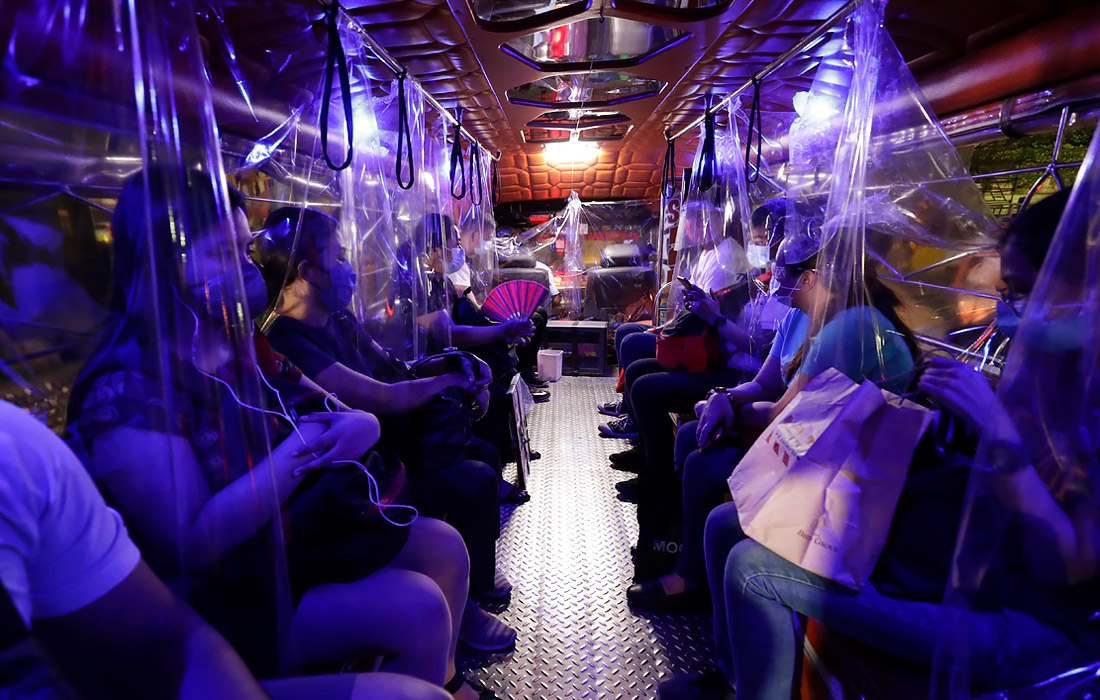 6 июля. В общественном транспорте Манилы (Филиппины) усилили меры санитарной безопасности пассажиров.