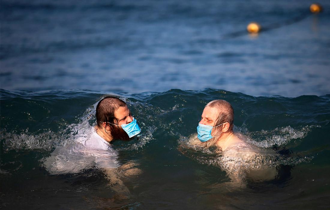 8 июля. В Израиле повысили размера штрафа за отсутствие маски на лице в общественном месте до 500 шекелей (около 10 тыс. рублей).