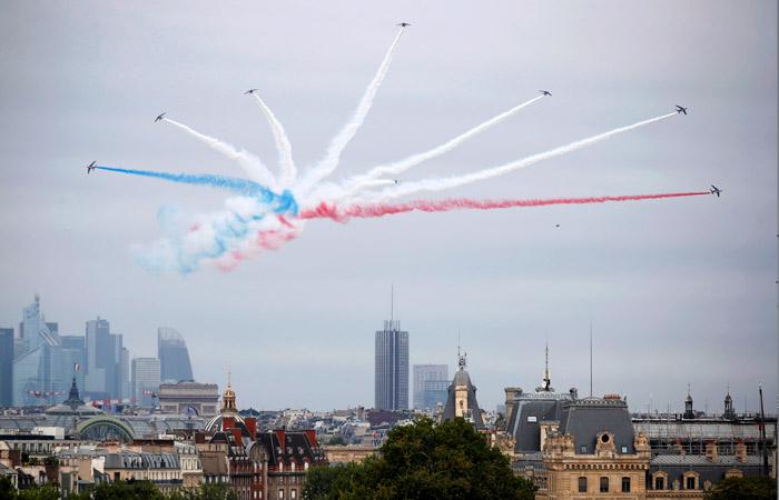 Франция посвятила День взятия Бастилии медикам, борющимся с COVID-19