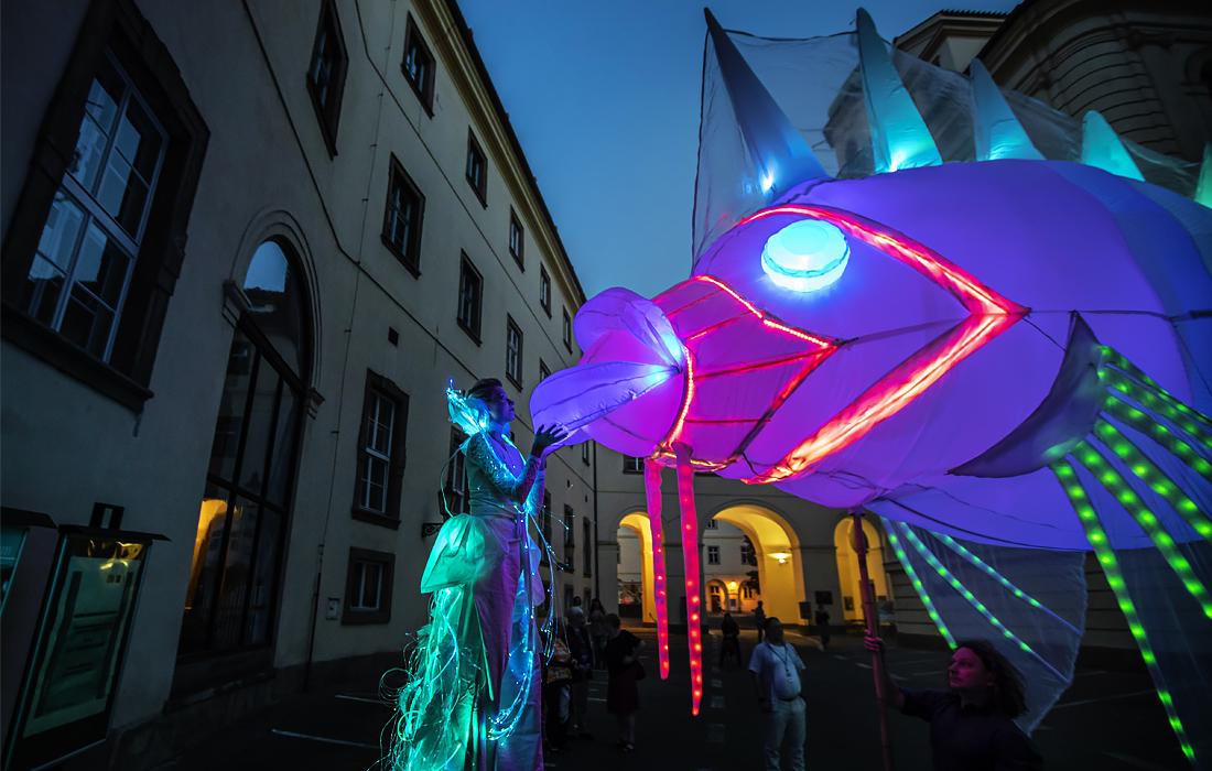 Фестиваль уличных театров в Праге
