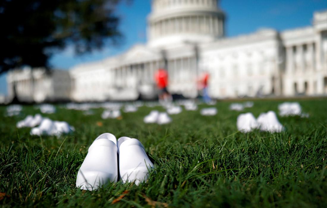 22 июля. У здания Капитолия в Вашингтоне прошла акция памяти 164 медсестер, умерших из-за коронавируса COVID-19.